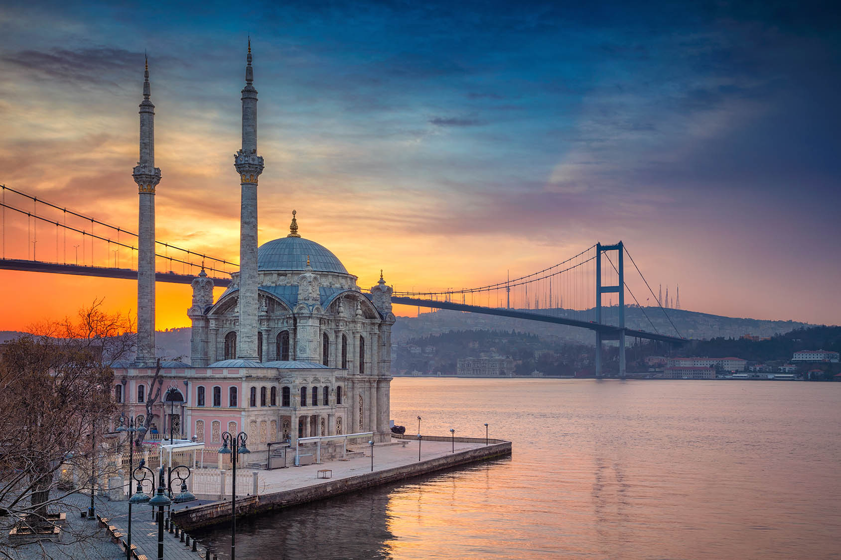 Do doctors perform the operation in Istanbul?